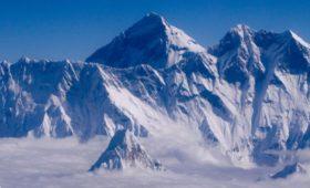 Британский альпинист покорил Эверест иумер