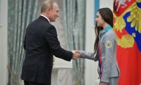 Медведева дала оценку рукопожатию Путина