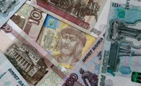 Экономисты оценили вероятность обвала рубля, гривны и лиры
