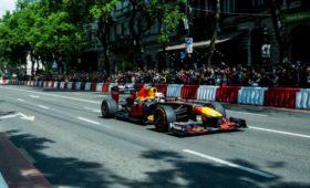 Видео: Renault иRedBull Racing проводят демозаезды