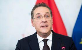 Власти проверили видео с ушедшим вице-канцлером Австрии и «россиянкой»