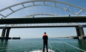 Посольство назвало статью FT о Крымском мосте низкопробной журналистикой
