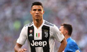 Роналду забил 100-йголголовой наклубном уровне