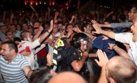 У парламента Грузии начался митинг после инцидента с депутатом Госдумы