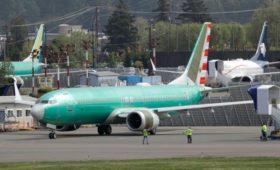 Boeing разместил непоставленные самолеты на парковке для машин