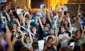 Грузинская молодежь и творческая элита против министра и полиции