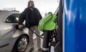 Козак проверил сообщения о росте цен на бензин