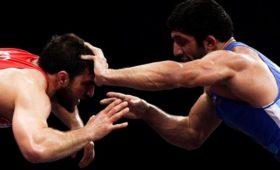 «Ябылочень зол». Почему российский борец снял ссебя золотую медаль