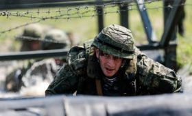Рекордное число россиян назвали службу в армии обязанностью мужчины