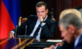 Медведев разрешил закрыть доступ к данным о юрлицах из Крыма