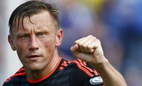 Попавший вантироссийский скандал футболист захотел работать вРФ