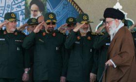 Командир иранской элитной гвардии пригрозил уничтожить американские базы