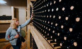 «Ведомости» узнали о планах властей почти вдвое поднять акцизы на вино