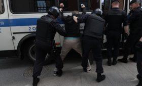 Полиция нашла ножи и молотки у участников протеста в центре Москвы