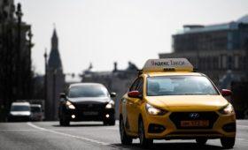 «Яндекс» решил купить сервис такси «Везет» без согласования с Mail.ru