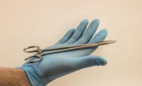 Выгодный бизнес: в столичной частной клинике делал аборты представлявшийся врачом экономист