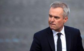 Во Франции министр подал в отставку из-за фото обедов с лобстерами