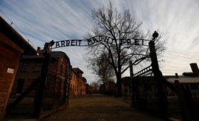 Польша решила пригласить Путина на 75-ю годовщину освобождения Освенцима