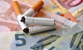 Люди в два раза чаще бросают курить, когда их стимулируют материально