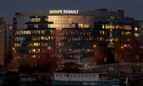 В штаб-квартиру Renault под Парижем пришли с обысками