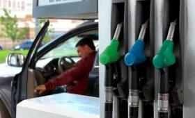 Бензин начал дорожать после отмены соглашения нефтяников с правительством