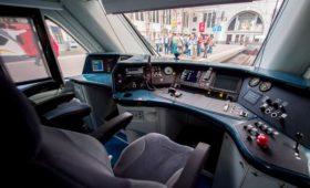 Минтруд разрешит женщинам работать дальнобойщиками и машинистами в метро