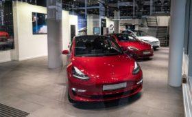 Минпромторг объяснил отсутствие Tesla и Bugatti в списке дорогих авто