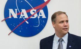 Глава NASA назвал политические риски помехой высадке на Луне и Марсе