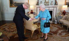 Джонсон попросил королеву приостановить работу парламента для Brexit