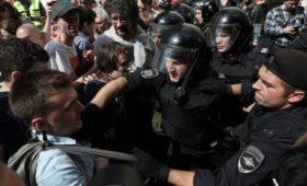 Москвичи назвали виновных в массовых задержаниях на акции оппозиции