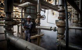 Нефть Brent подешевела до минимальных с января значений