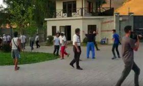 Дочь и депутат опровергли задержание экс-президента Киргизии Атамбаева