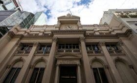 ЦБ Аргентины ограничил банки в возможности переводить средства за рубеж