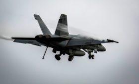 В Калифорнии разбился военный истребитель