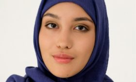 Российский ретейлер впервые привлек модель в хиджабе для рекламы