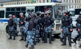 Активисты собрались в центре Москвы на не согласованную с властями акцию