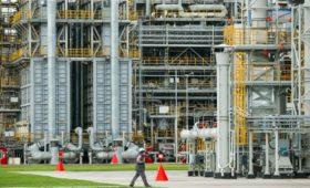 Власти пообещали меры поддержи для увеличения инвестиций в НПЗ в 2,5 раза