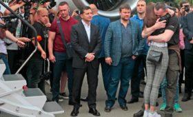 Зеленский встретил у трапа прибывших в рамках обмена заключенных