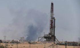Добыча нефти в Саудовской Аравии упала вдвое после атаки дронов