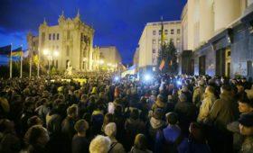 К офису Зеленского вышли с протестами против «нормандского сговора»