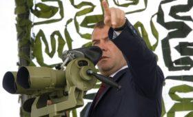 Медведев счел глупостью слова генерала США о плане прорыва российской ПВО