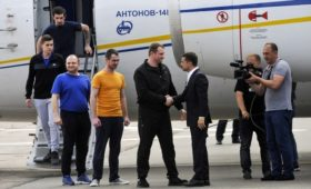 Помощник Зеленского назвал сроки появления новых списков для обмена