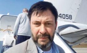 Вышинский показал видео из аэропорта Киева с самолетом для обмена