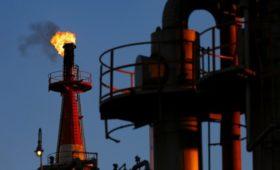Нефть за несколько минут подешевела на 5%