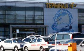 СМИ показали россиян в аэропорту Киева перед возможным обменом