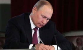 Путин сменил трех начальников управлений в Кремле