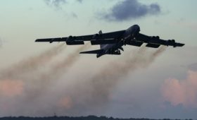 Российский Су-27 сопроводил американский бомбардировщик над Черным морем