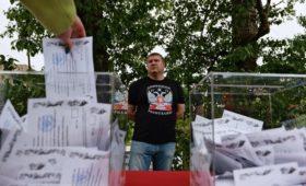 СМИ узнали о расколовших команду Зеленского сценариях выборов в Донбассе