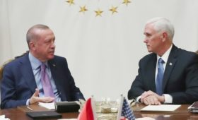США и Турция договорились приостановить операцию Анкары в Сирии