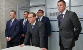 Медведев проверил датчики безопасности «Сибура» с помощью зажигалки